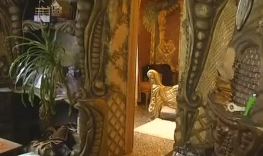 Закарпатська мисткиня прикрасила свій дім незвичними скульптурами (ВІДЕО)