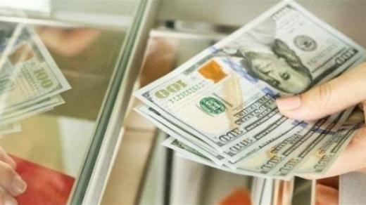 Курсу долара в Україні спрогнозували гойдалки: скільки коштуватиме гривня