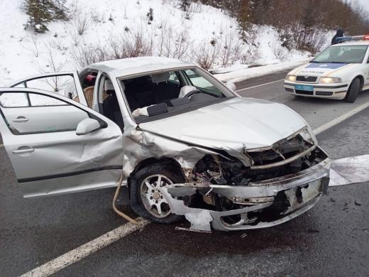 Моторошна автопригода на Закарпатті: водія довелося деблокувати з автомобіля