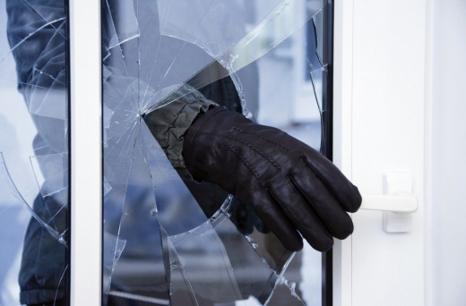 Проник у будинок і викрав цінні речі: у Мукачеві затримали зловмисника