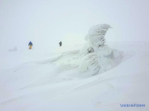 Зимовий Драгобрат: найвищий гірськолижний курорт Карпат повністю вкрило снігом (фоторепортаж)