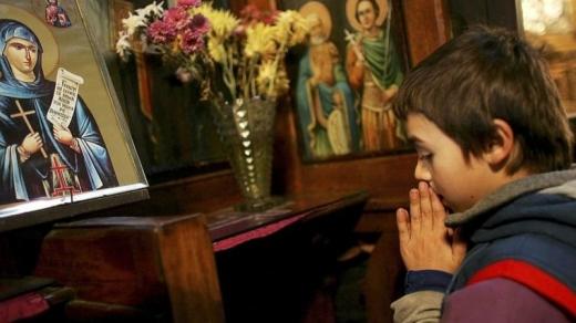 У Румунії після хрещення померло немовля: чи змінять тепер обряд?