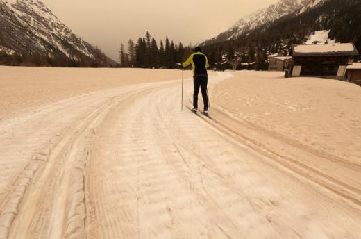 Незвичне явище: у Чехії й Словаччині випав кольоровий сніг