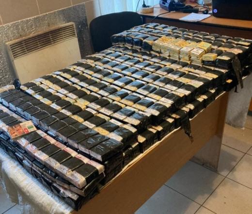 Прикордонники виявили контрабанні цигарки у потязі, який їхав у Словаччину (ФОТО)