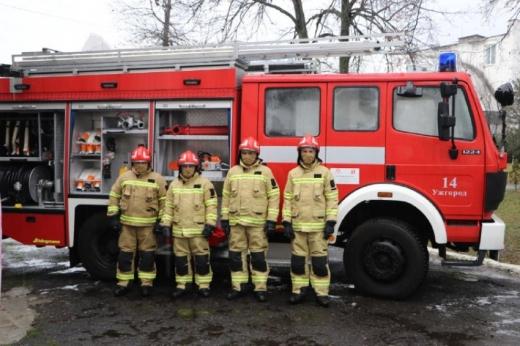Закарпатські рятувальники отримали пожежний автомобіль та обладнання від польських колег