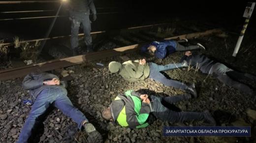 На Закарпатті чотирьох працівників залізниці підозрюють у привласненні дизпалива