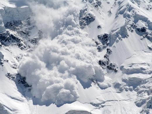 Рятувальники попереджають про високу небезпеку сходження лавин в Карпатах