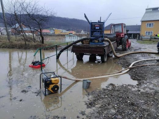 Наслідки негоди: на Закарпатті підтоплено дворогосподарства, 7 населених пунктів - без електропостачання