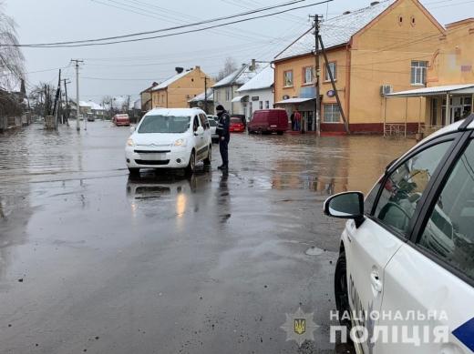 На Закарпатті поліцейські посилили патрулювання: подробиці