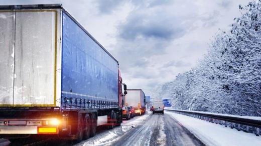 У 8 областях обмежили рух через сніг