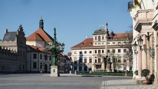 Через поширення коронавірусу у трьох містах Чехії обмежили пересування громадян