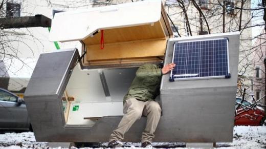 У Німеччині розробили для безпритульних капсулу-прихисток з сонячними панелями