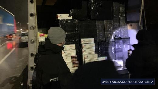 Накладено арешт на партію безакцизних цигарок та авто організаторів каналу збуту контрабанди на Закарпатті