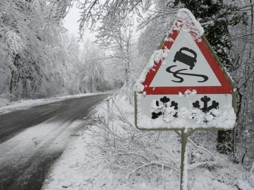Погода 15 лютого: подекуди сніжитиме, а на дорогах ожеледиця