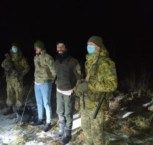 Поблизу кордону з Угорщиною затримали двох громадян Туреччини, які намагались нелегально дістатись ЄС