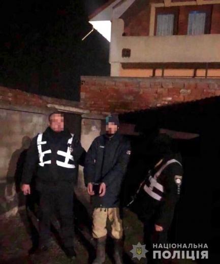 """Спіймали """"на гарячому"""": на Мукачівщині зловмисник проник у чужий будинок (ФОТО)"""