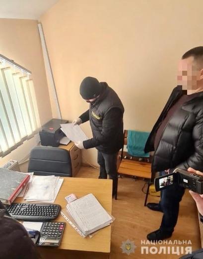 На Закарпатті на хабарі впіймали керівника одного з відділів «Укрінтеравтосервісу»