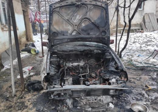В Ужгороді загорівся легковий автомобіль