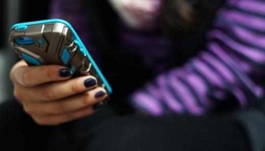 Небезпечні челенджі: психологи радять батькам та педагогам «зануритися» у кіберпростір