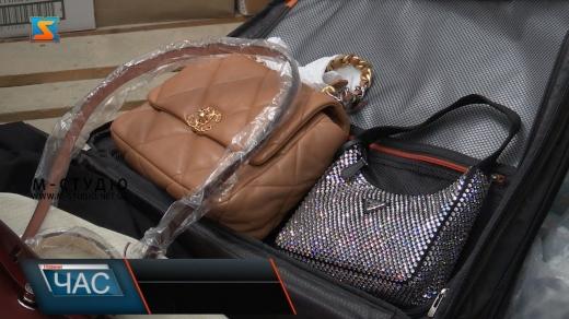 Брендовий одяг та дорогі годинники: митники Закарпаття затримали на кордоні велику партію товарів (ВІДЕО)