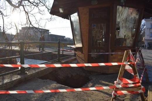 Обвал бруківки на площі Театральній в Ужгороді: коментар ДМГ