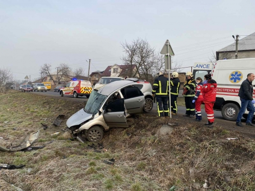 На Закарпатті не розминулися дві автівки: один із водіїв помер