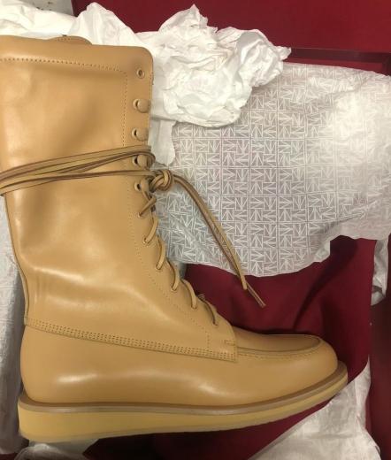 """На КПП """"Тиса"""" у чоловіка вилучили незадекларований брендовий одяг та взуття"""