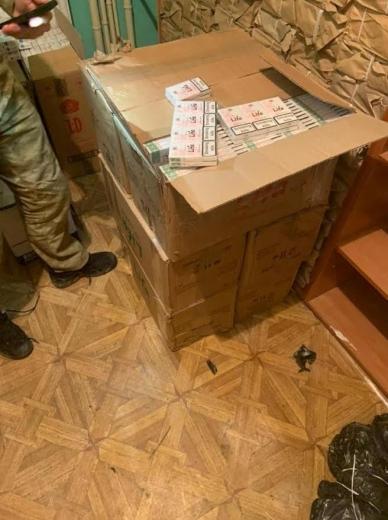 Поблизу кордону з Угорщиною під час втечі тютюнові контрабандисти залишили кілька пакунків з цигарками