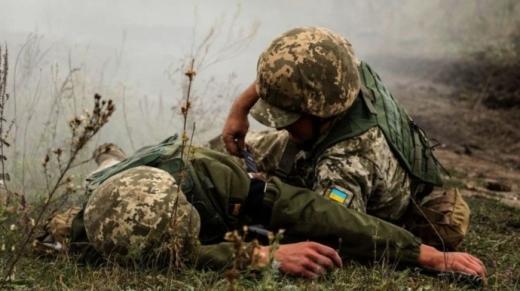 На Донбасі протягом дня 10 українських військових отримали поранення і травми