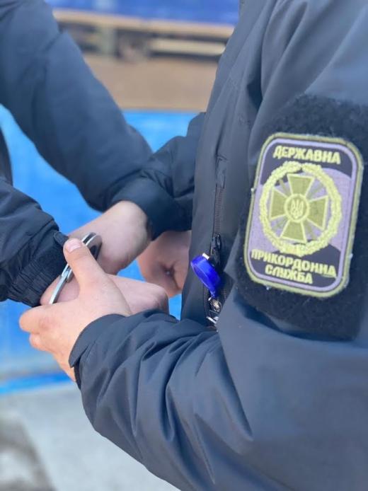 На кордоні з Угорщиною затримали злочинця