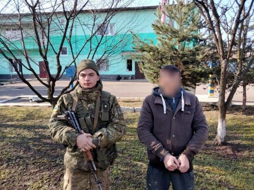 Двоє чоловіків намагались переправити через Тису до Румунії гумовим човном контрабандні цигарки