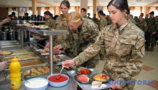 Кількість жінок-військових в Україні за сім років зросла майже вдвічі