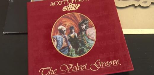 Ужгородець зібрав колекцію з 1800 вінілових платівок (ВІДЕО)