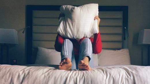 Як часто потрібно змінювати подушку для сну: пояснює лікар