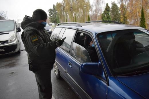 Прикордонники виявили іноземця та українця з підробленими документами