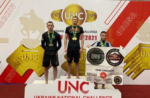 На міжнародному турнірі з джиу-джитсу спортсмени з Ужгорода здобули 10 медалей
