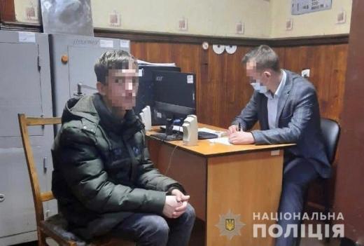 Двоє зловмисників пограбували закарпатця на 30 тисяч гривень