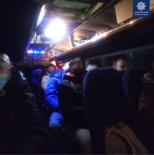 Патрульні Закарпаття зупинили 7 автобусів, що здійснювали перевезення пасажирів