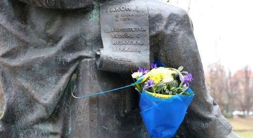 В Ужгороді покладанням квітів до пам′ятника Августину Волошину відзначили 82-у річницю Карпатської України (ФОТО)