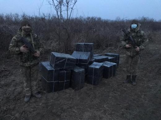 На Ужгородщині група осіб намагалась переправити партію безакцизних цигарок через кордон з Угорщиною