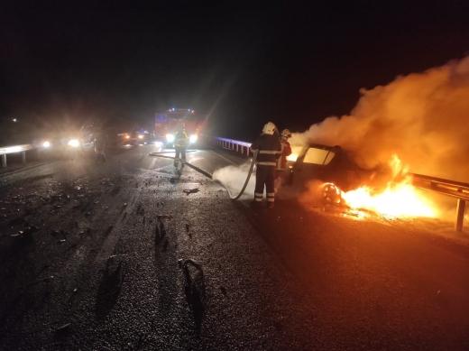 На Хустщині внаслідок ДТП спалахнув легковик