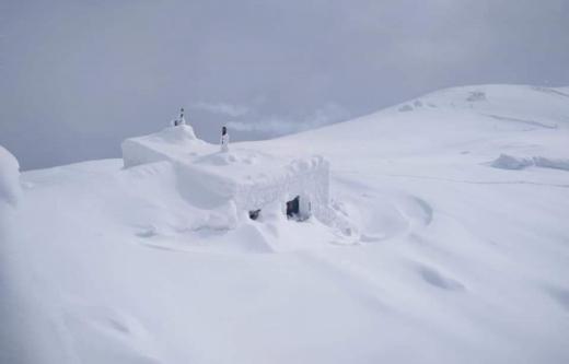 Світлини засніженої гори Піп Іван опублікували у мережі