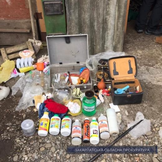 На Закарпатті 41-річного чоловіка підозрюють у виготовленні та зберіганні психотропів із метою збуту