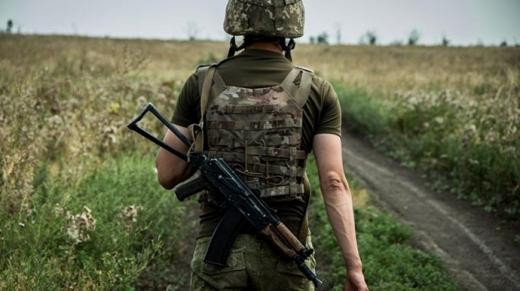 На Донбасі внаслідок обстрілу бойовиків загинув військовий. Це третя втрата в зоні ООС за три дні