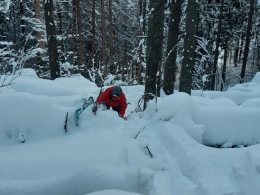 Знайшли: закарпатські рятувальники розшукали заблукалого сноубордиста