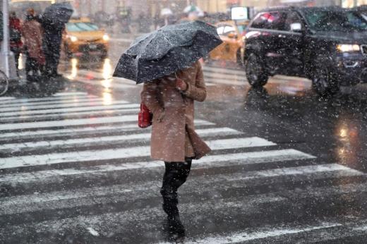 Погода 22 березня: буде прохолодно та сніг з дощем