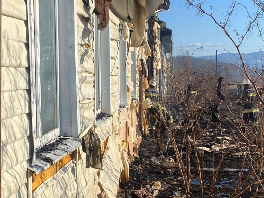 Масштабна пожежа на Тячівщині: горіли багатоквартирні житлові будинки