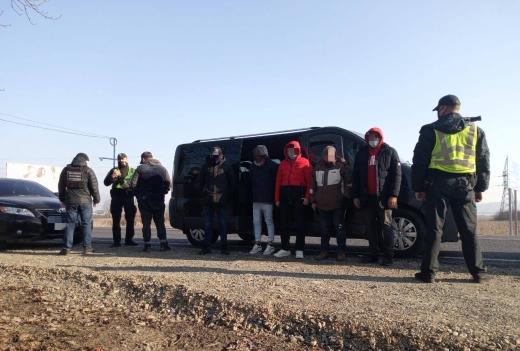 У Хусті затримали групу нелегальних мігрантів з Південної Азії