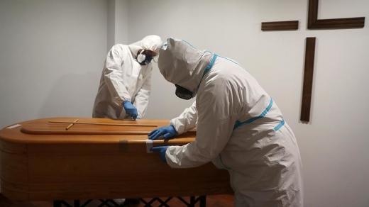 В Угорщині фіксують вже втретє за тиждень максимальну смертність від COVID-19