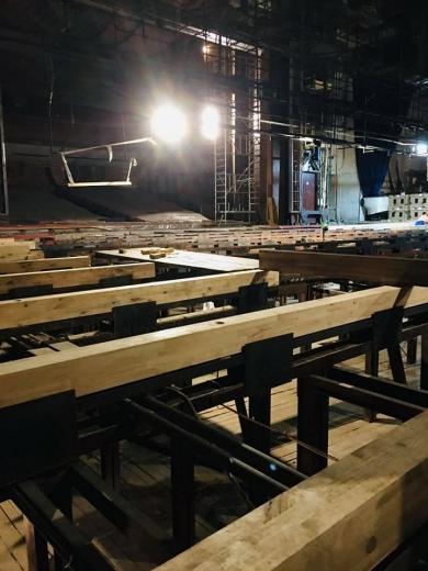 У Закарпатському облмуздрамтеатрі тривають ремонтні роботи з оновлення сцени